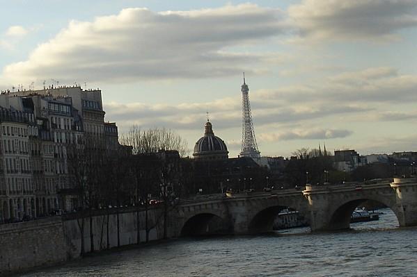 Le Pont Neuf, la coupole de l'Institut de France et la Tour