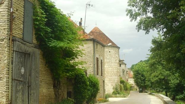 Les tours et remparts de Noyers-sur-Serein.