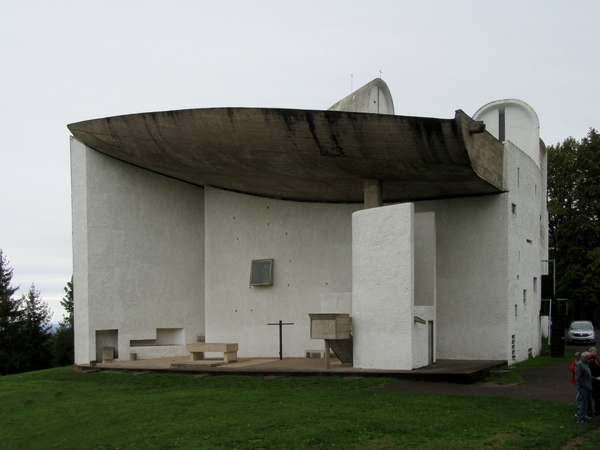 La chapelle  Notre Dame du Haut à Ronchamp, œuvre de Le Corbusier