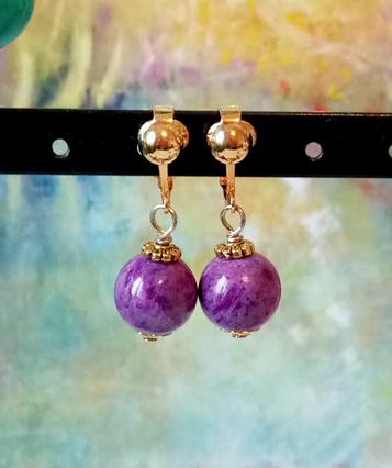 Boucles pendantes mauves pierre de Purpurite boules 12mm, supports clip dorés