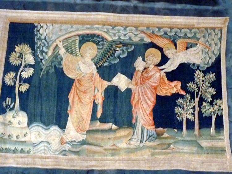 Saint-Jean mange le livre