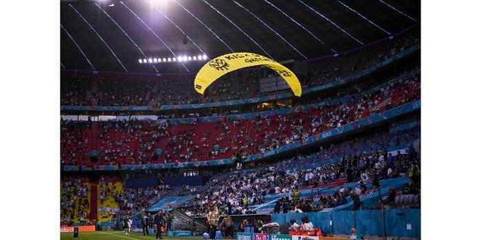 Malgré les polémiques racistes la France championne du monde de football !!! Vive la France multiculturelle !!!