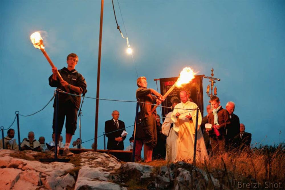 Sainte-Anne la Palud - la procession aux flambeaux