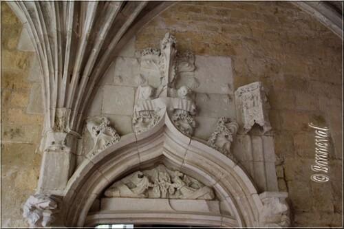Abbaye de Cadouin le cloitre la Porte Marie-Madeleine détail angle Galeries Sud et Est