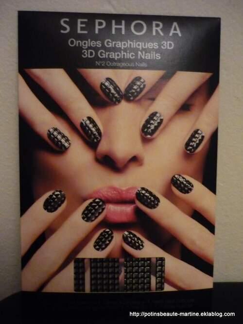 Des ongles de fêtes avec les nail patch graphiques 3D de Sephora!