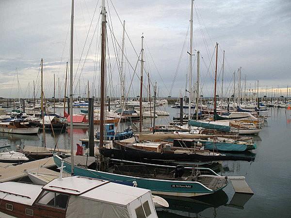 bac à voile au port d'arcachon