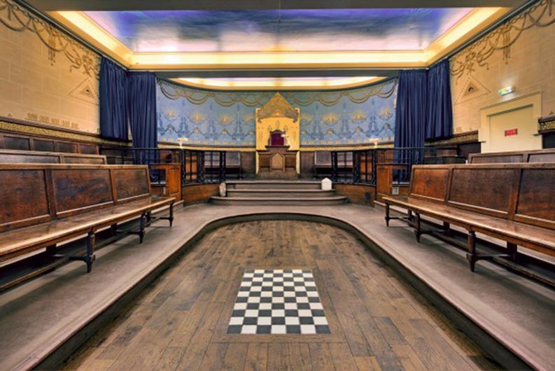 Temple Johannis Corneloup, aménagé en 1924, au siège du Grand Orient, photo Ronan Loaëc, musée de la Franc-maçonnerie, BnF, Paris.