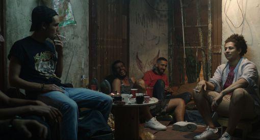 Photo film «Les Bienheureux» - Fahim en gris son ami Reda en bleu