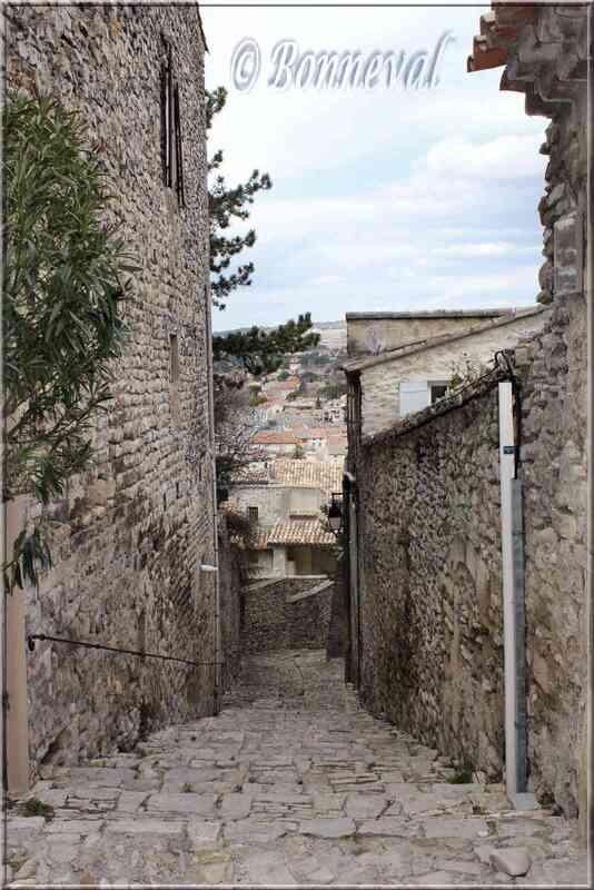 Vaison-la-Romaine Vaucluse ruelle en calade
