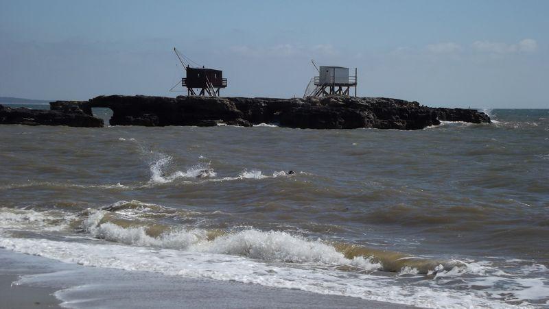 Maintenant, le Pont du Diable zoomé depuis la plage.