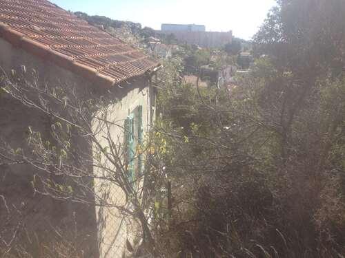 Maison inaccessible en milieu urbain