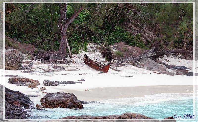 La presqu'île sacrée de Nosy Tsarabanjina au soleil couchant - Archipel des Mitsio - Madagascar