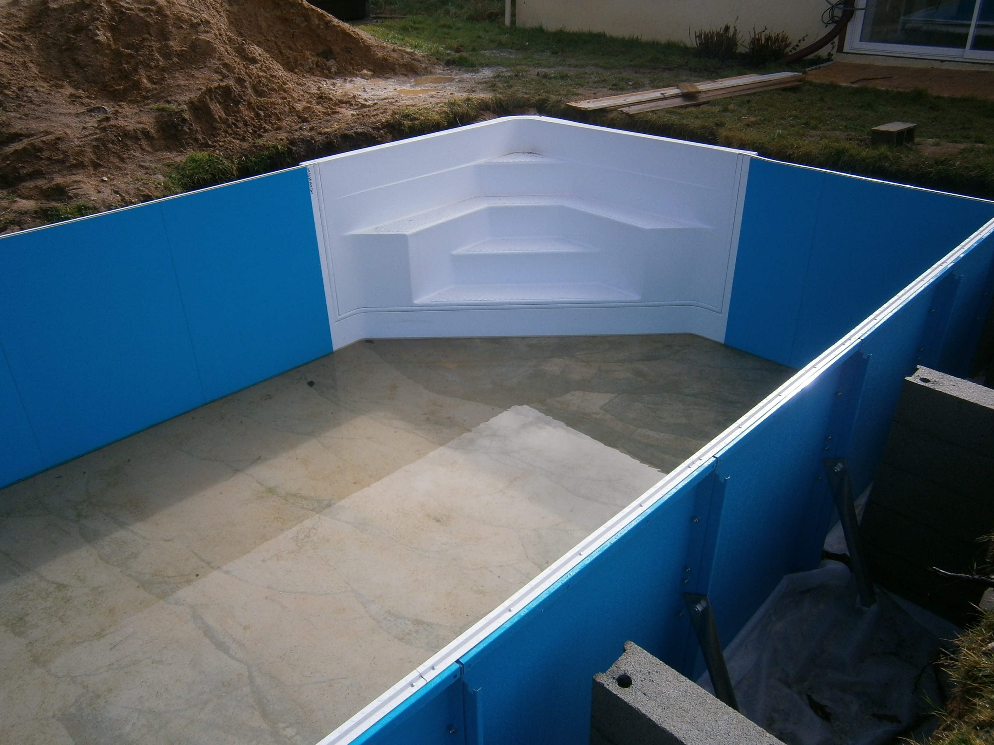 Piscine en kit travaux piscine for Piscine d angle hors sol