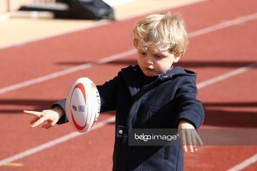 La famille princière à un tournoi de rugby