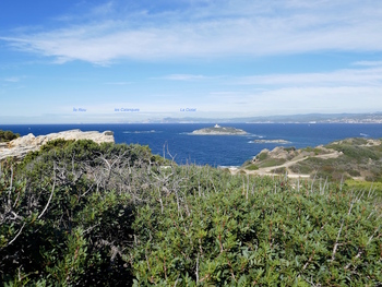 Vers le Nord-Ouest, l'île du Grand Rouveau et la côte