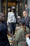 PHOTOS: Rihanna quittant son hôtel à Londres
