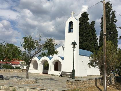 église à la sortie du canal coté golfe Saronique