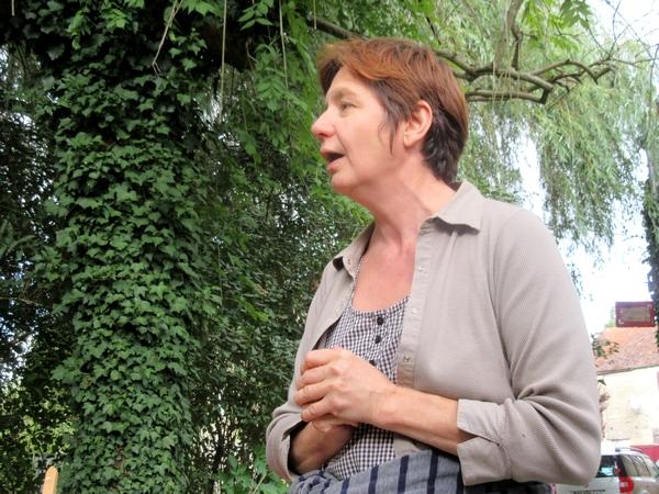 """Cécile Waligora a présenté son ouvrage """"Faune utile des bords des champs"""" au cabinet des Z'uns Possible à Chamesson"""