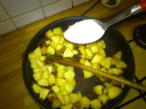 Concours Galette des Rois , cette année je la fait aux saveurs d'automne : Amande, pomme et Figues