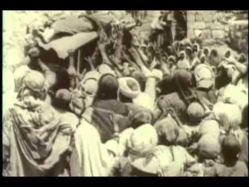From the Manger to the Cross (De la crèche à la croix)