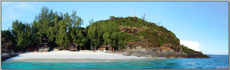 """La sortie """"observation des oiseaux"""" très fructueuse se termine, le catamaran nous ramène à la plage du restaurant de Nosy Tsarabanjina - Archipel Mitsio - Madagascar"""