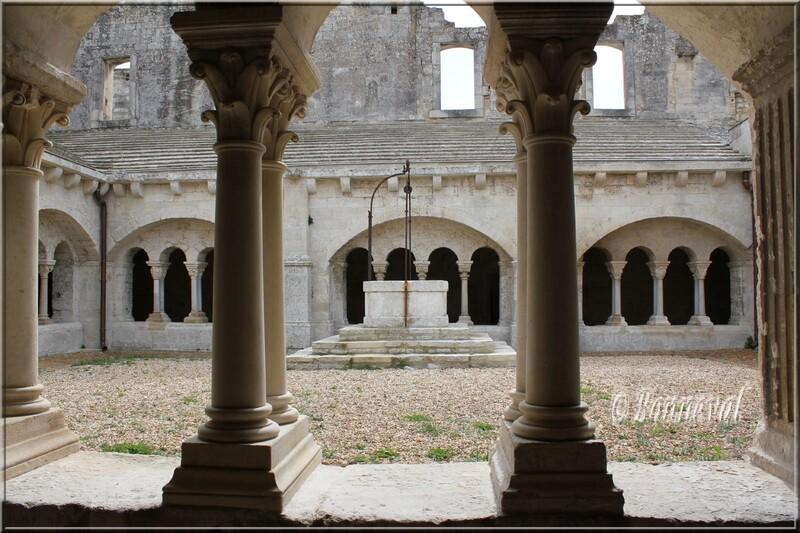 Abbaye de Montmajour le cloître galerie sud