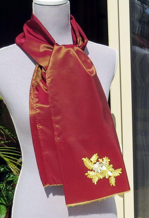 Un magnifique taffetas moiré pour cette écharpe élégante