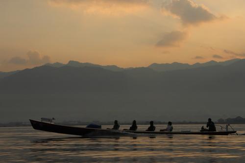 Lever de soleil sur le lac Inle (Birmanie)