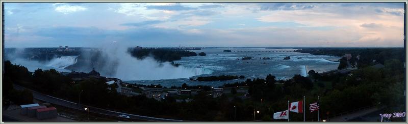 Panorama vu de notre chambre d'hôtel à la nuit tombante - Niagara Falls - Ontario - Canada