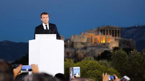 Emmanuel Macron, président de l'anti-France, insulte les Français