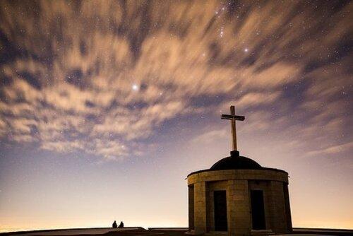 L'église est-elle un bonnet de nuit ?...