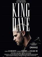 Dave est un frondeur. Un King autoproclamé, influençable mais pas inconscient. Alors qu'il se met en tête de retrouver l'inconnu qui a dansé avec sa blonde en lui poignant le cul, comme si de rien n'était, il décide de se faire justice. Entre violence, peine d'amour et amitié trahie, Dave va mettre le doigt dans le tordeur et s'engouffrer, toujours poussé par en avant sans jamais s'arrêter. Pour Dave, ton voisin, ton ami, ton fils, ton neveu, est-il possible de remettre le compteur à zéro?...-----...Origine du film : Québecois Réalisateur : Daniel Grou Acteurs : Alexandre Goyette, Karelle Tremblay, Mylène St-Sauveur Genre : Drame Date de sortie : Prochainement Année de production : 2015