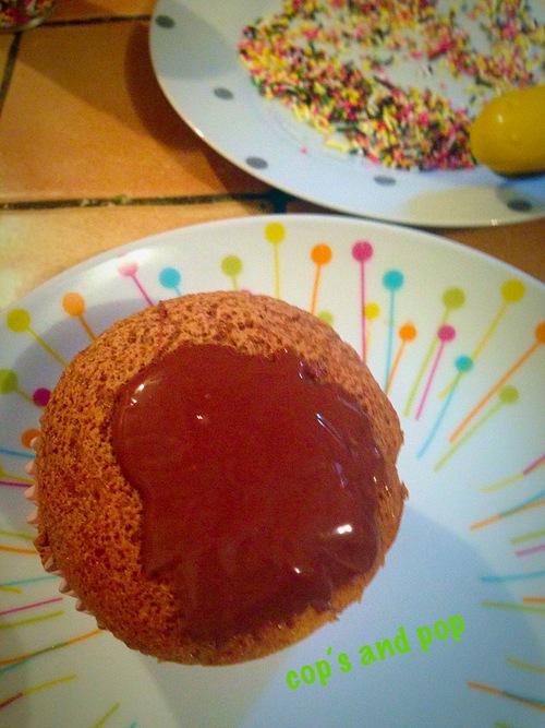 <3 mes Gravity cake 100% comestible: muffin marbré et sa pluie de Smartie's ou vermicelles <3