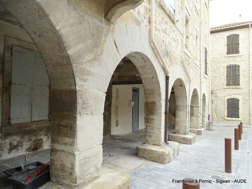 Sigean - Aude - Occitanie - 2018 - les halles étaient installées sous les arcades
