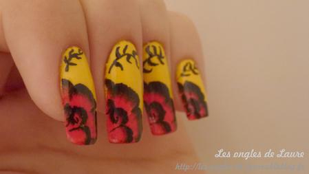 Nail Art fleurs d'été