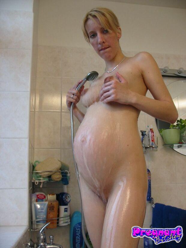 Audrey -2- Sous la douche !