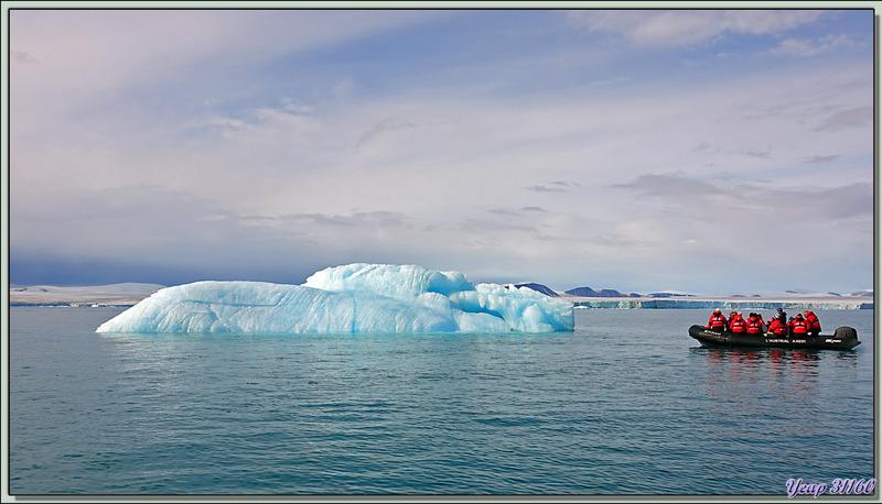 Entre iceberg et growler - Bethune Inlet - Entre Devon et Philpots Islands - Nunavut - Canada