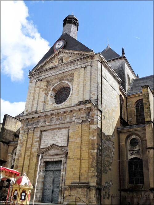 Photos de la façade Est de la cathédrale de Dax