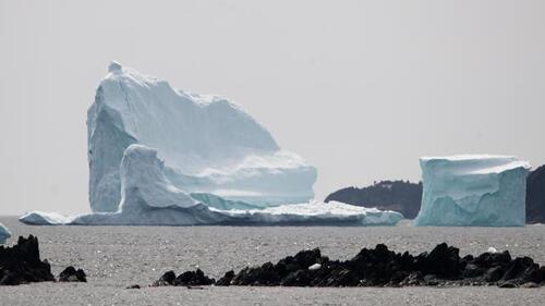 Pourquoi les icebergs flottent -ils ?