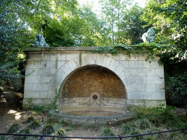 21 - Fontaine aux lions