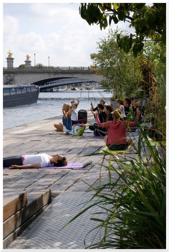 Paris. Berge de Seine