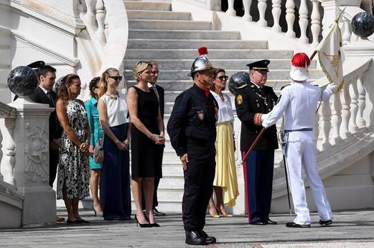 Monaco le 17 sept - cérmonie avec les pompiers