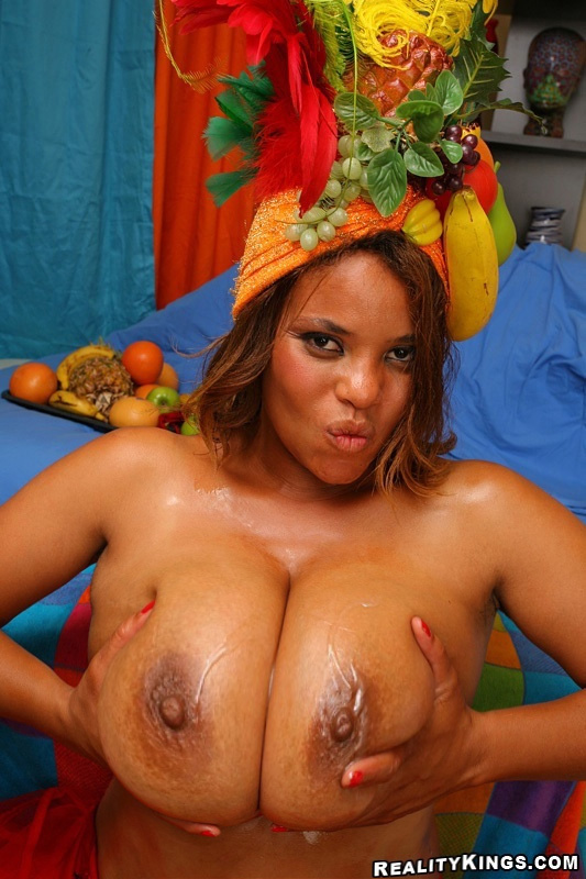 Duo Boobs 2 - La belle Catina partage ses beaux fruits !