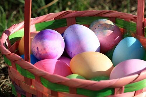 Mais pourquoi chasse-t-on des œufs en chocolat à Pâques ?