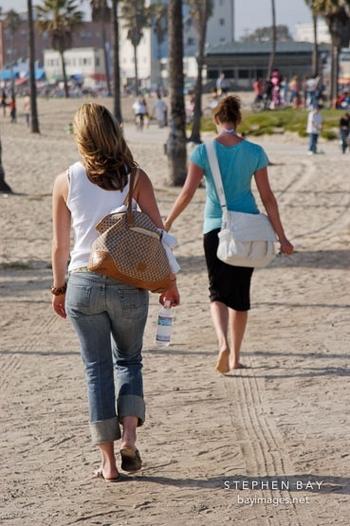 women-walking-at-venice-beach-7461