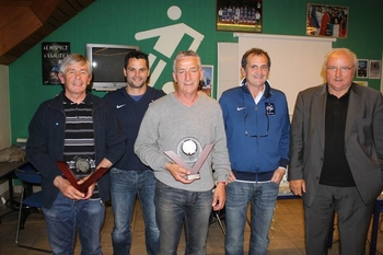 Bruno BINI remise du trophee G.Boulogne au District N-Finistere le 5.05.11