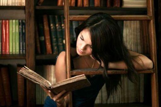 06 - Jeunes filles lisant- Photographies en couleurs