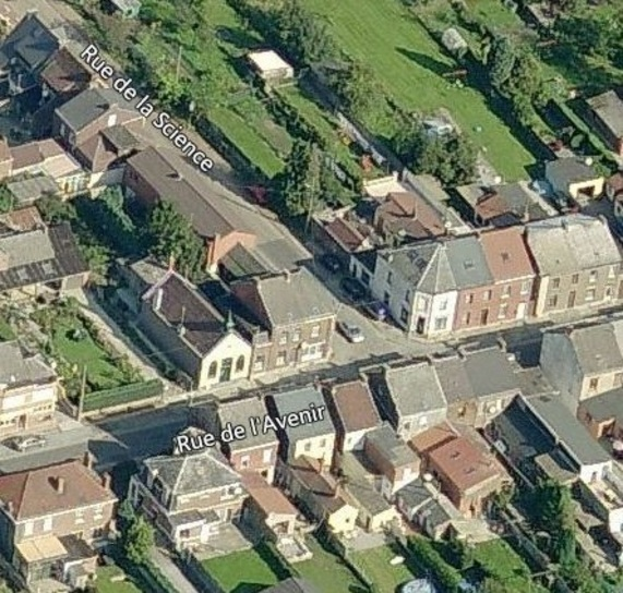 Souvret - vue aérienne de la façade de la rue de l'Avenir