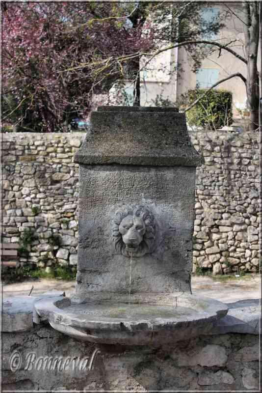 Fontaine du Quai de Verdun Pernes-les-Fontaines Vaucluse
