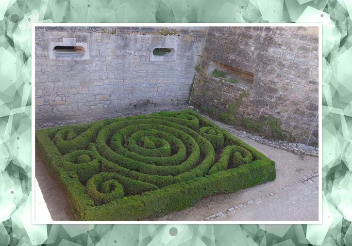 24390 Chateau de Hautefort